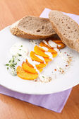 Gourd with yogurt sauce and sliced bread — Stok fotoğraf