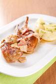 Coniglio marinato con pancetta e patate lesse — Foto Stock