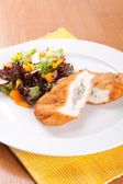 Chicken fillet with blue cheese and vegetables — Foto Stock