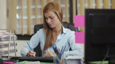 Portrait of business woman working in office — Stock Video