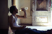 Portrait of drunk male alcoholist drinking whiskey — Stockfoto