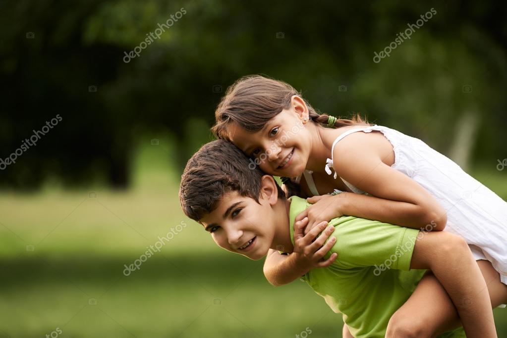 PHOTO OF GIRLS LOVING A BOY