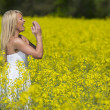 Model In Field Of Flowers — Stock Photo
