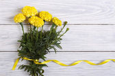 Bouquet of yellow marigold with beautiful ribbon — Foto Stock