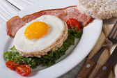 Fried eggs with bacon and vegetables and rice bread. — Stock Photo