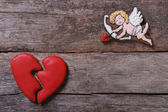 Frame for Valentine's Day. Biscuits Cupid and a broken heart — Stock Photo