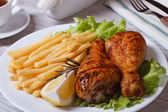 Fried chicken drumsticks with french fries, rosemary and lemon — Stok fotoğraf
