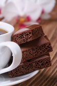 Cup of coffee and aerated chocolate. macro vertical — Stock Photo