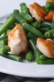 Green beans with chicken meat. closeup. vertical — Stock Photo