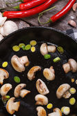 Fried mushrooms with leeks in the pan vertical — Foto de Stock