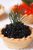 Tartlet with black sturgeon caviar and dill macro — Stock Photo