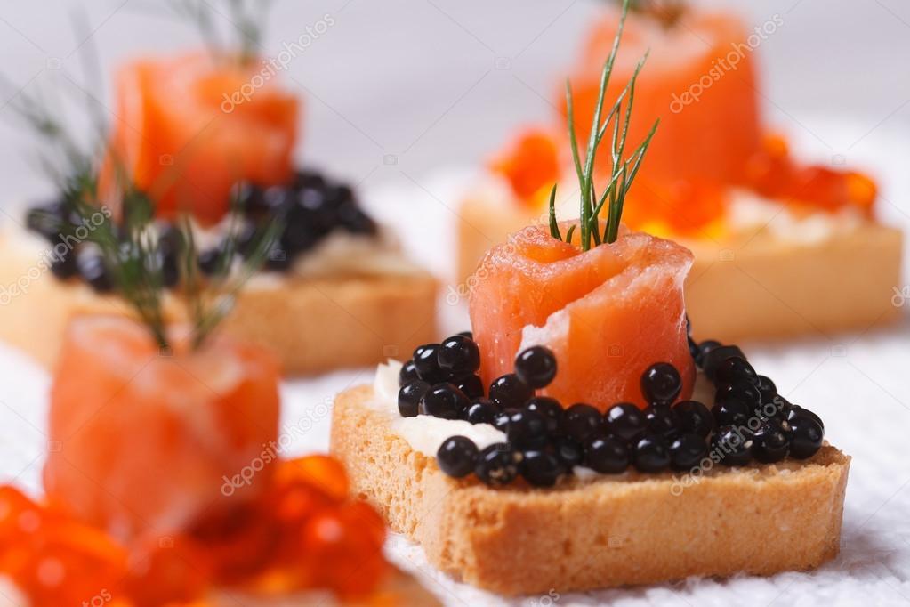 Canap s com macro de salm o e caviar de esturj o preto for Canape de caviar