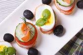 Различные банкетные канапе с лососем, яйца, овощи. макрос — Стоковое фото
