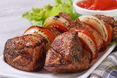 Shish kebab with vegetables and sauce front view — Stock Photo