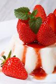 Panna cotta dessert with fresh strawberries close-up — Stock Photo