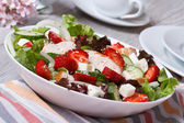 Chicken salad with strawberries, vegetables and sesame seeds — Stock Photo