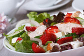 Tasty and healthy salad of strawberries, chicken, vegetables — Stock Photo