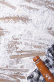 Spilling flour on the board, rolling pin and kitchen towel — Stock Photo
