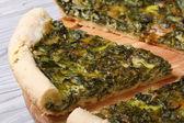 Torta de vegetal saborosa e saudável com macro de espinafre — Fotografia Stock