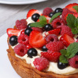 Dessert berry tart decorated with strawberries, raspberries — Stok fotoğraf #48146487