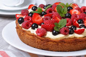 Delicious berry tart with strawberries, raspberries, mint — Stock Photo