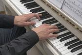 ピアノの手 — ストック写真