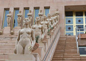 Stairs with statute of naked ladies — Stock Photo