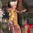 UBUD - 05 April 2011: dancinggirl in Ubud Bali dancing for touri — Stock Photo