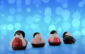 Mavi arka plan ile taklit cupcakes — Stok fotoğraf