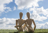 Two wooden puppets as loving couple — Foto Stock