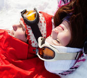Girl and boy lying on the snow — Stock Photo