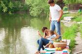 Rodziny na piknik — Zdjęcie stockowe