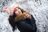 Girl in winter park — Stock Photo