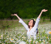 Girl on the meadow — Stockfoto