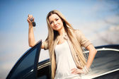 Girl with car key — Stock Photo