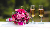 Bridal bouquet and glasses — Stock Photo
