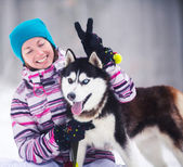 Mädchen mit hund — Stockfoto