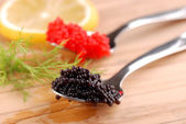 Rote und schwarze seehasen-rogen — Stockfoto