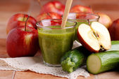 Smoothie apple and zucchini — Stock Photo