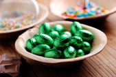 Small easter eggs in bowl — Stock Photo