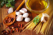 Ingredients for spaghetti with clams — Stock Photo