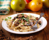 Pasta with sauteed mushrooms — Stock Photo