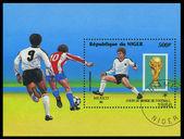 Nigeria - alrededor de 1986: Un sello impreso en el campo de fútbol de Nigeria que muestra — Foto de Stock