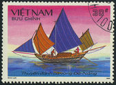 VIETNAM - CIRCA 1988: a stamp printed by VIETNAM shows image of a sailing ship, series, circa 1988 — Stockfoto