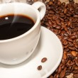 White cup hot coffee  and  scattered coffee grains — 图库照片
