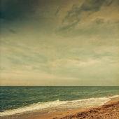 海の夕日。ヨット。シースケープ。レトロな色、紙粒 — ストック写真