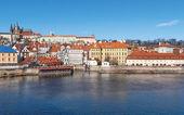 Old town and Prague castle with river Vltava, Czech Republic — Stock Photo