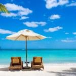 Постер, плакат: Idyllic white beach in front of the turquoise tropical sea