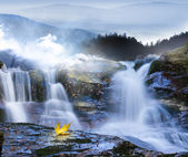 Autumn leaves at waterfall — Stock Photo