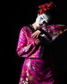 Portrét tanec gejši izolovaných na černém — Stock fotografie